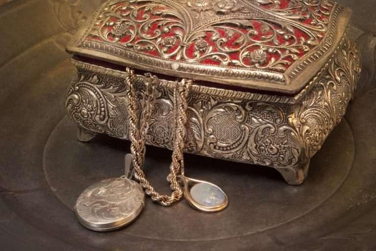 caja con joyas antiguas